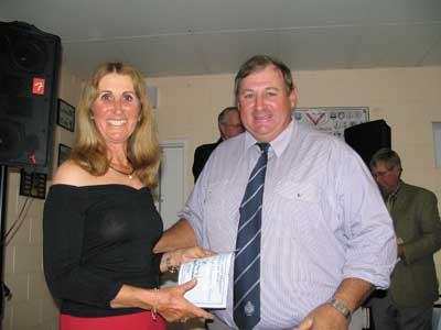 Lorena Jefferis, Elrose, Cloncurry presented the award for Reserve Calf Champion Female won by Kenrol Lady Nan to Ken Cole, Kenrol Stud, Gracemere